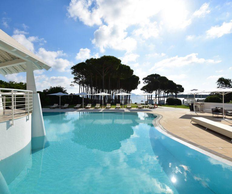 gruppo-felix-hotels-la-coluccia-ambienti-piscina-10