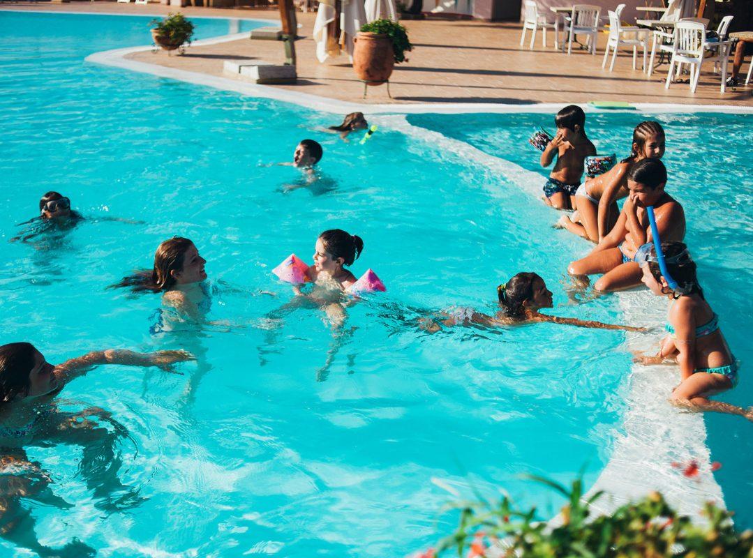 gruppo-felix-hotels-hotel-airone-baja-sardinia-arzachena-servizi-miniclub-servizi-miniclub-piscina-1