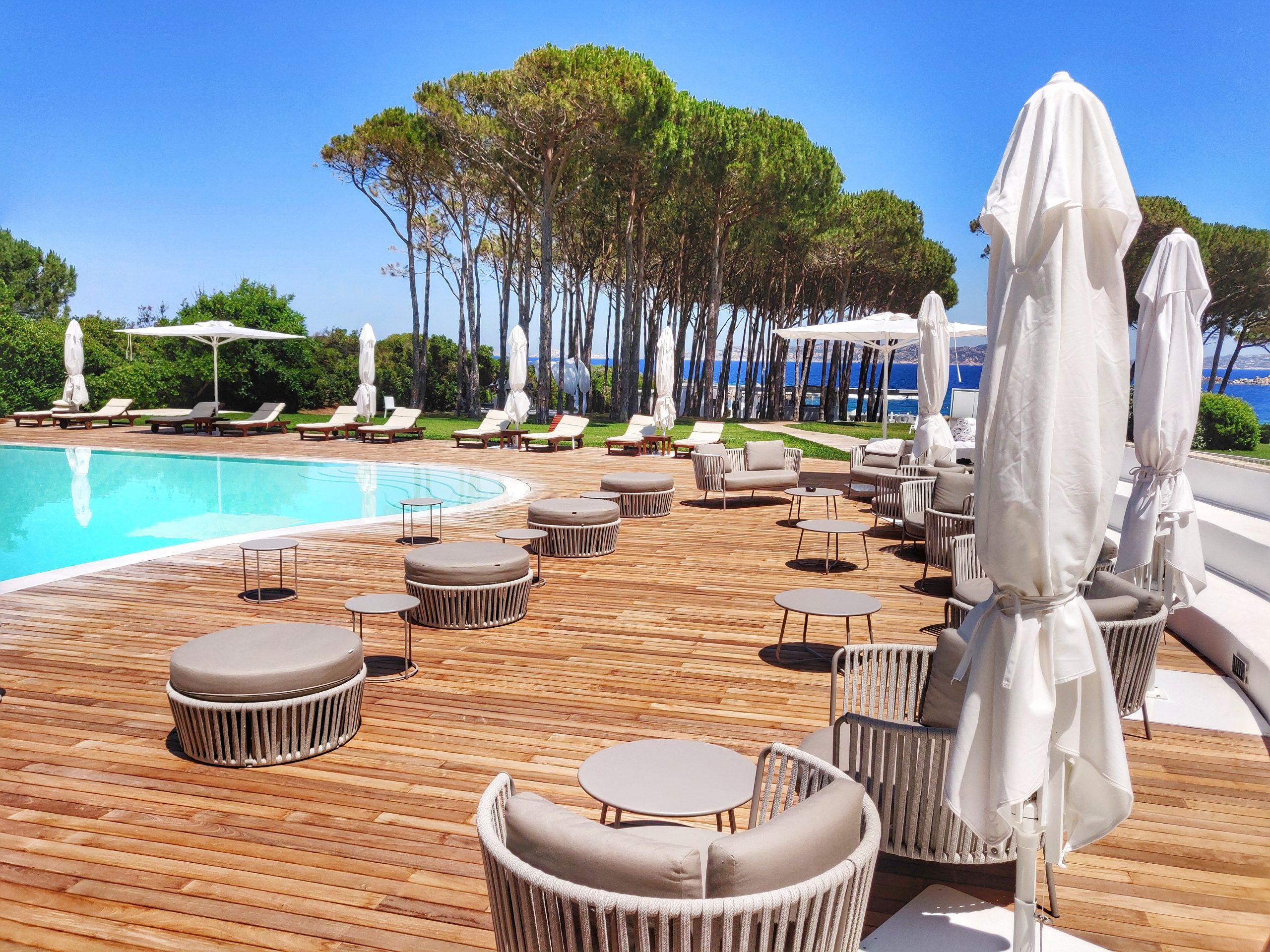 gruppo-felix-hotels-la-coluccia-ambienti-piscina-4
