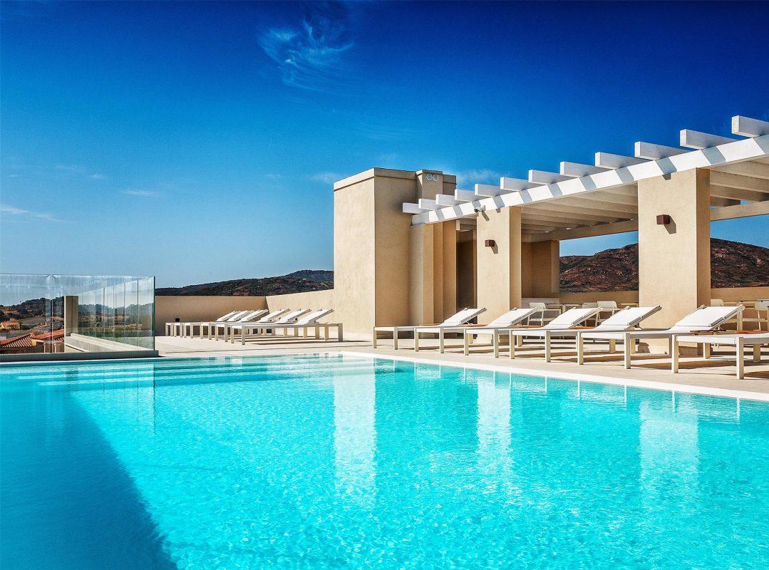 gruppo-felix-hotels-residence-porto-san-paolo-servizi-piscina-1