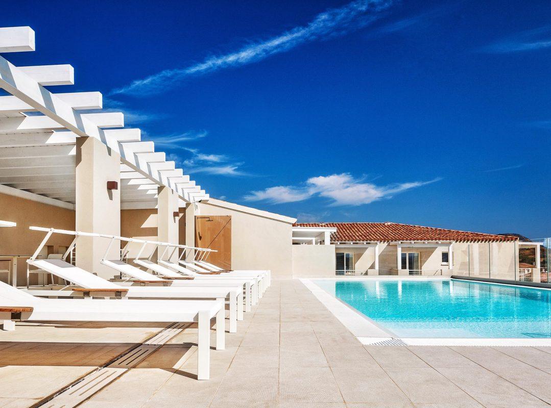 gruppo-felix-hotels-residence-porto-san-paolo-servizi-piscina-5